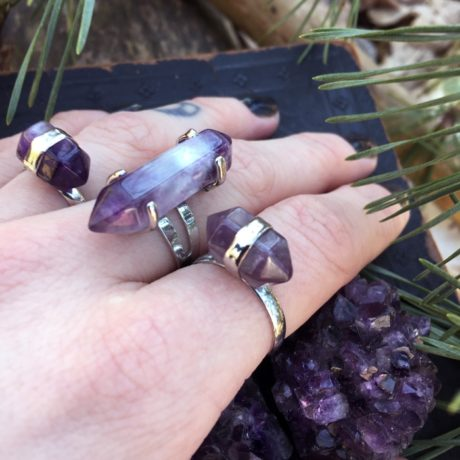 amethyst-hexagon-ring-hand