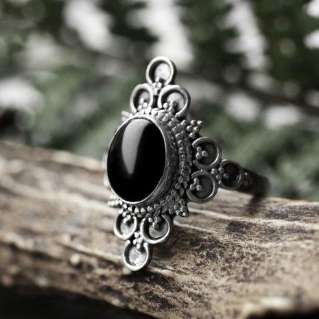 ariana-silver-ring-close-up-hellaholics