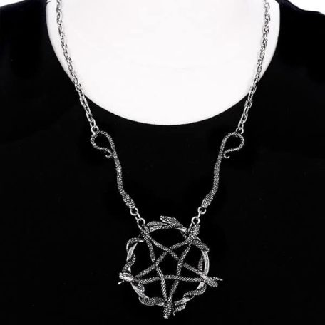 snake-pentagram-necklace-doll-restyle
