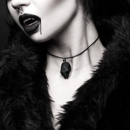 blood-junkie-choker-rogue-and-wolf-by-beatriz-mariano-cropped