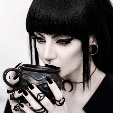 rouge-and-wolf-witch-cauldron-mug-hellaholics-2