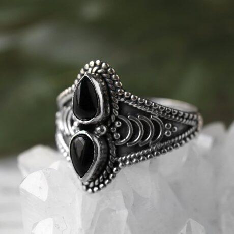arlea-silver-onyx-ring-hellaholics (1)