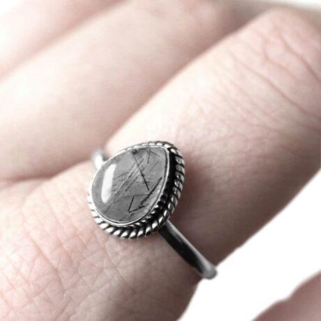 elara-rutile-sterling-silver-ring-finger-hellaholics (1)