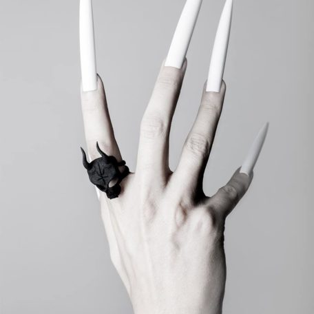 lilith-skull-ring-in-black-by-rogue-and.wolf-2
