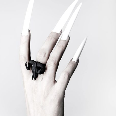 ram-skull-ring-in-black-by-rogue-and-wolf-2