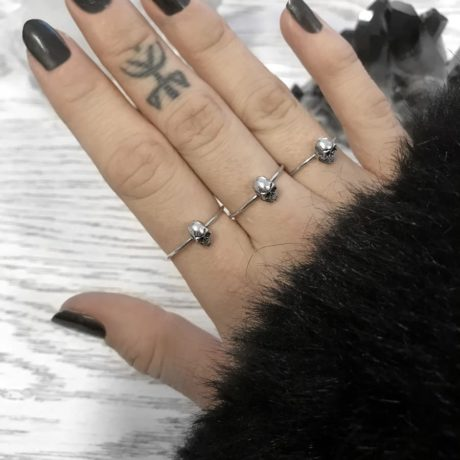 small-skulls-rings-by-hellaholics