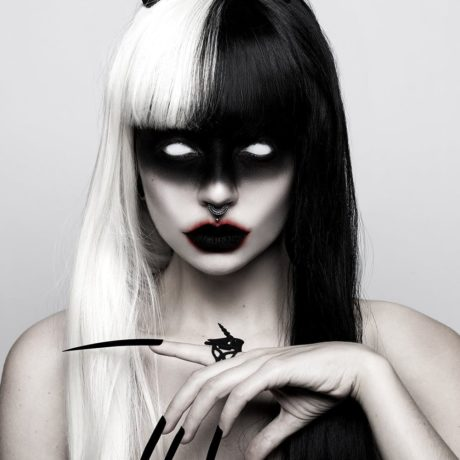 unicorn-skull-ring-in-black-by-rogue-and-wolf-1