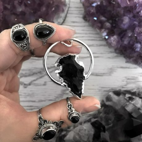 obsidian-arrowhead-large-ring-necklace-by-hellaholics-hand