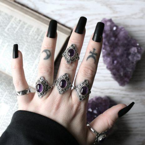 elodia-amethyst-silver-rings-by-hellaholics