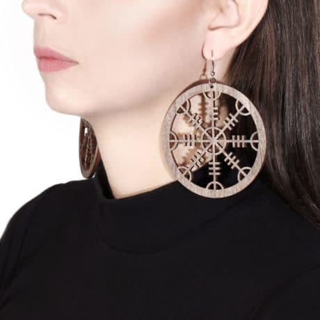 model-helm-of-awe-wooden-earrings-brown-hellaholics