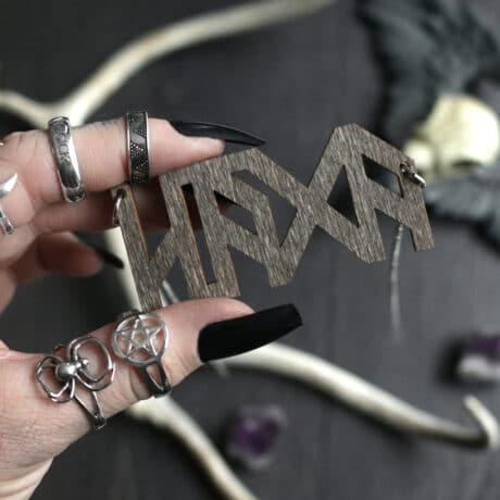 häxa-wooden-necklace-hellaholics