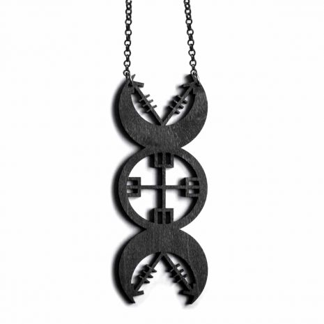 nores-priestess-necklace-black-hellaholics