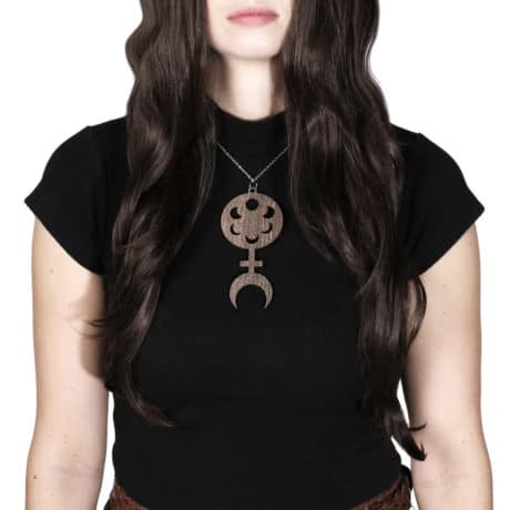 pagan-priestess-brown-wooden-necklace-hellaholics