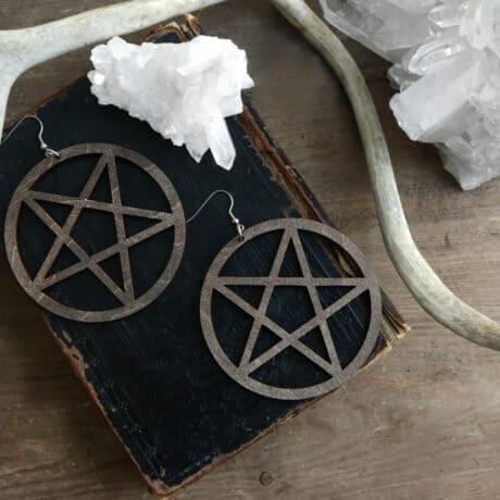 pentagram-wooden-earrings-brown-hellaholics-1