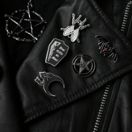 pins-mysticum-luna-necklace-restyle-hellaholics
