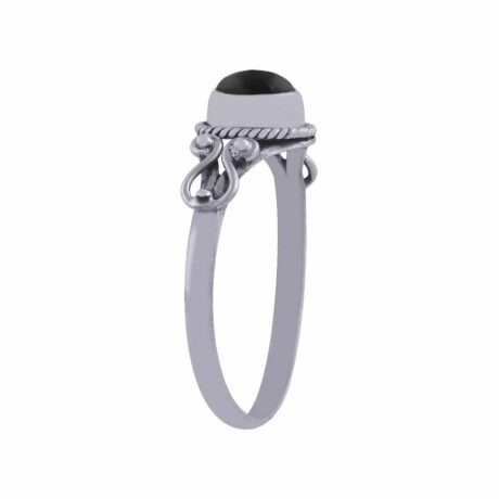 amaya-sterling-silver-onyx-ring-by-hellaholics-side