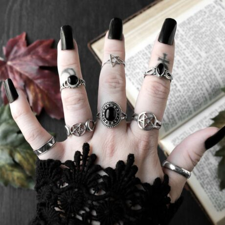 pentagram-silver-ring-so-mote-it-be-ariana-silver-onyx-ring-hellaholics (1)