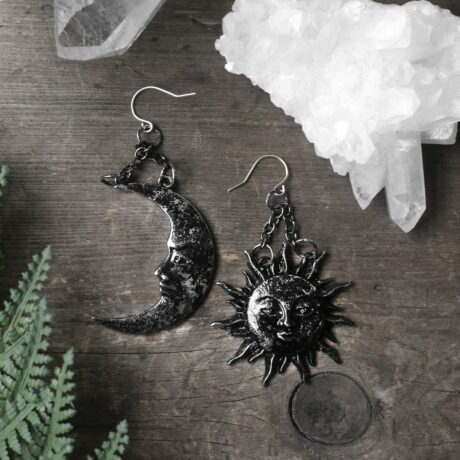 sun-and-moon-silver-earrings-restyle-hellaholics