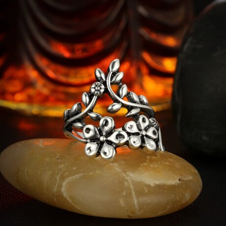 mystic-flowers-ring-set-close-up-2
