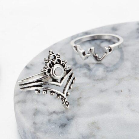 noshi-unicorn-ring-set-close-up