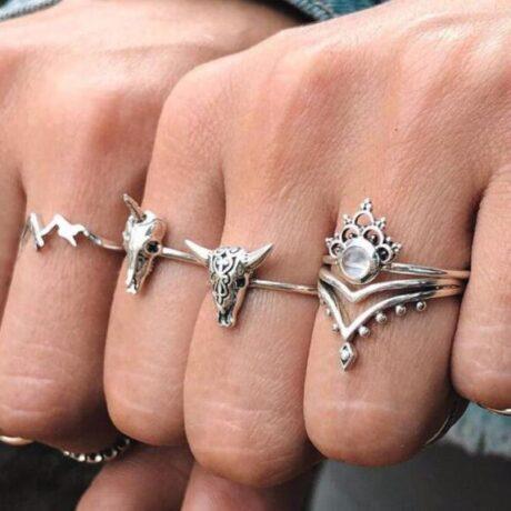 noshi-unicorn-ring-set-hand