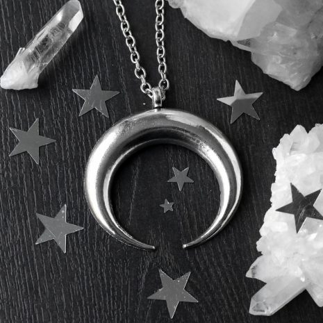xl-hunting-moon-amulet-long-necklace-hellaholics
