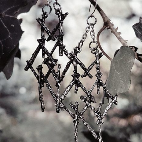 branch-pagan-moon-earrings-restyle-hellaholics-nature