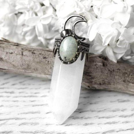 hestia-crystal-quartz-crystal-necklace-close-up-hellaholics