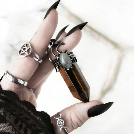 hestia-large-tiger-eye-necklace-silver-rings-hellaholics(1)