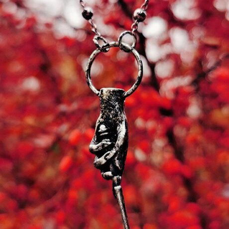 magic-wand-hand-necklace-restyle-hellaholics-nature