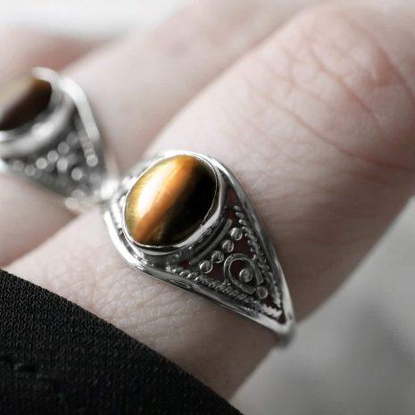 aelia-tiger-eye-silver-ring-close-up-hellaholics