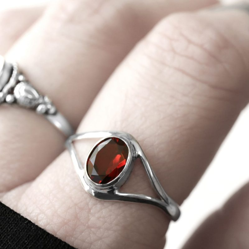 blood red garnet cut stone sterling silver ring