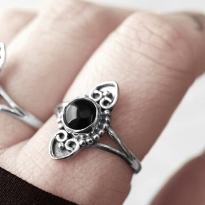 Amadi sterling silver ring with an onyx crystal stone.