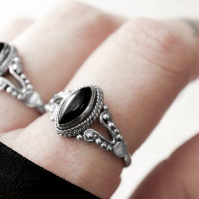Calida onyx sterling silver ring