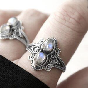 Naomi moonstone silver ring
