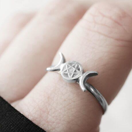 triple moon pentagram silver ring.