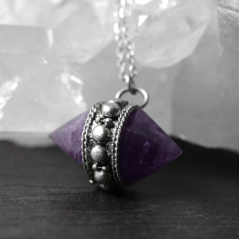gypsy-spell-amethyst-necklace-close-up-hellaholics