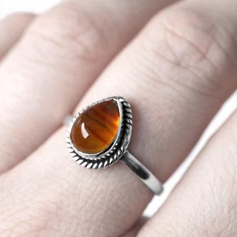 elara-silver-amber-ring-close-up-hellaholics (1)