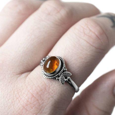 freya-amber-silver-ring-finger-hellaholics (1)