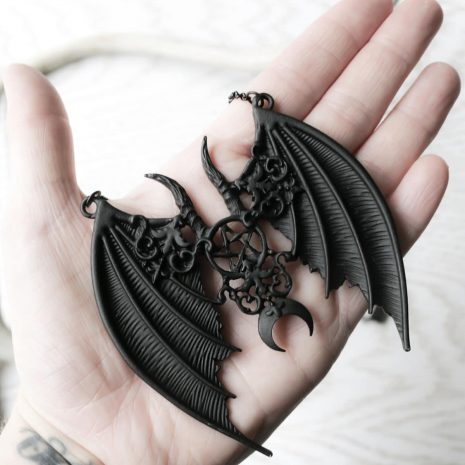 maleficent-gothic-black-necklace-hand-hellaholics-restyle