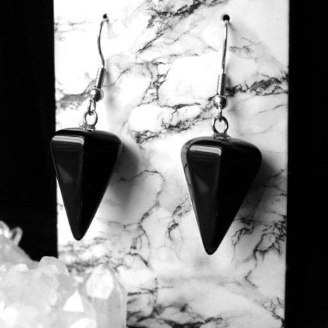 pendulum-onyx-earrings-close-up-hellaholics