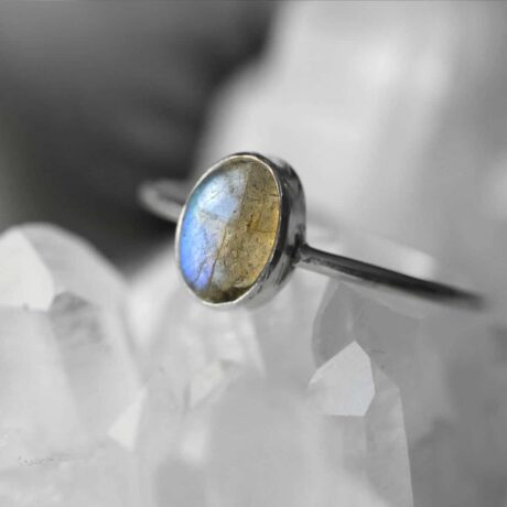 theia-labraodorite-silver-ring-close-up-hellaholics