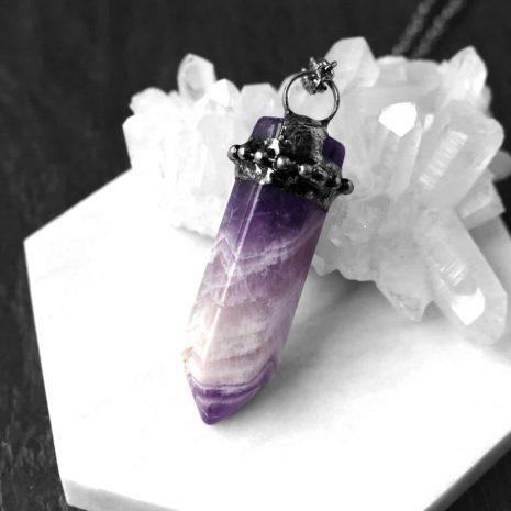zaria-amethyst-crystal-gunmetal-necklace-close-up-hellaholics