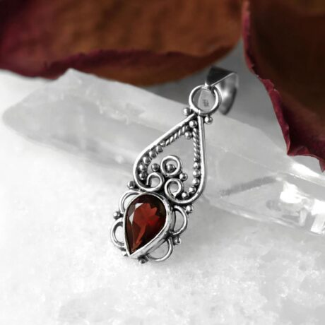 garnet-cut-stone-silver-pendant-close-up-hellaholics