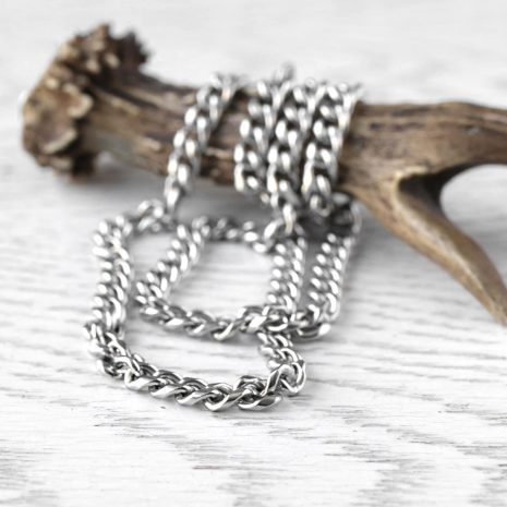 lita-stainless-steel-chain-necklace-hellaholics-close-up